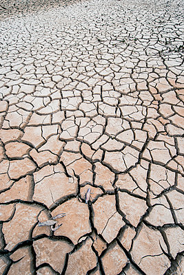 Dried-up lake - p829m1110849 by Régis Domergue