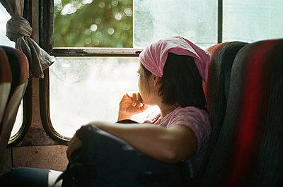 Job in Aegypten. Eine Arbeitskollegin und ich muessen dringend mal raus und fahren uebers Wochenende mit dem Bus nach Ismaelia. - p627m1035606 von Kerstin Parlow
