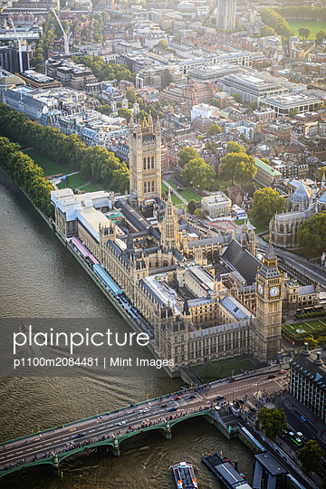 Aerial view of London cityscape and river, England,London, England - p1100m2084481 by Mint Images