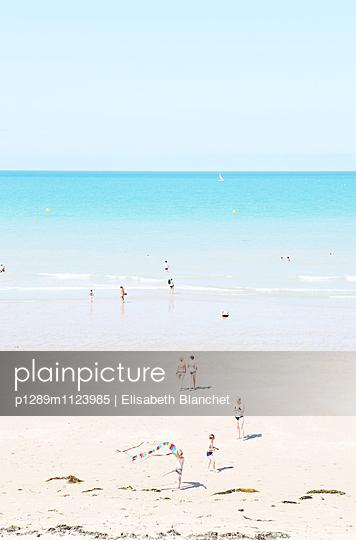 Menschen am Strand - p1289m1123985 von Elisabeth Blanchet