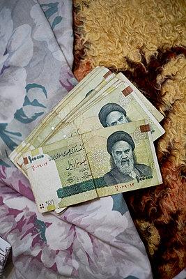 Geldscheine Iran - p1146m1445143 von Stephanie Uhlenbrock