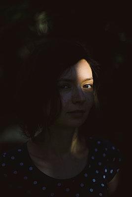 Portrait im Schatten - p1357m1207543 von Amadeus Waldner