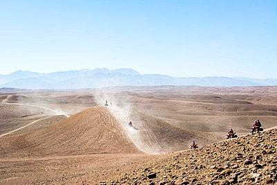 Morocco, Quadbikes in desert of Agafay - p300m1130026f von Linda Meyer