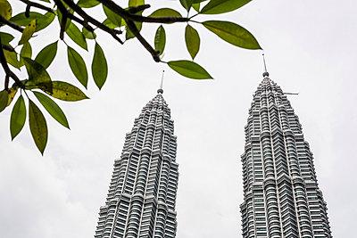 Petronas Towers - p741m892079 von Christof Mattes