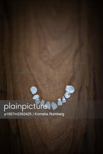 Baby teeth - p1657m2262425 by Kornelia Rumberg