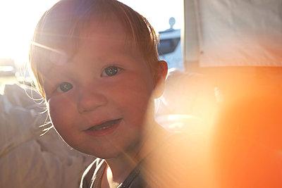 Portrait von einem rothaarigen Jungen - p116m1538905 von Gianna Schade