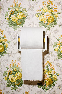 Close-up of toilet paper on wall with pattern - p426m1148032 by Kentaroo Tryman