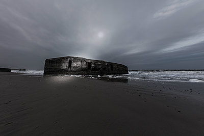 Bunker - p710m2054453 von JH