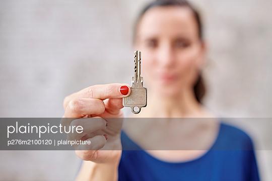 p276m2100120 by plainpicture
