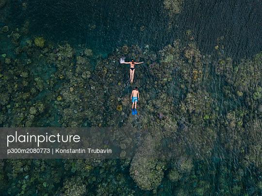 Couple snorkeling in ocean - p300m2080773 by Konstantin Trubavin