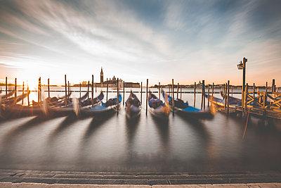 Sonnenaufgang in Venedig - p1512m2054284 von Katrin Frohns