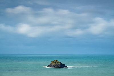 Newland Island off the coast of Pentire Point, North Cornwall, England, United Kingdom, Europe - p871m2209435 by Adam Burton