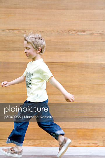 Laufender kleiner Junge - p8940035 von Marzena Kosicka