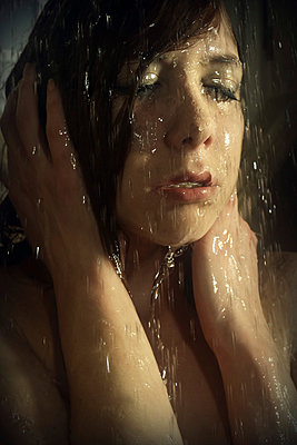 Raining - p1019m778144 by Stephen Carroll