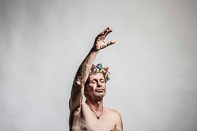 Dancing king - p403m933325 by Helge Sauber