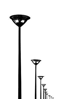 Laternenreihe - p488m1181929 von Bias