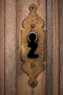 Keyhole - p971m781066 by Reilika Landen