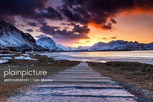 p651m2033161 von Tom Mackie