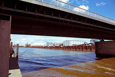 Hamburger Hafen - p432m1465274 von mia takahara