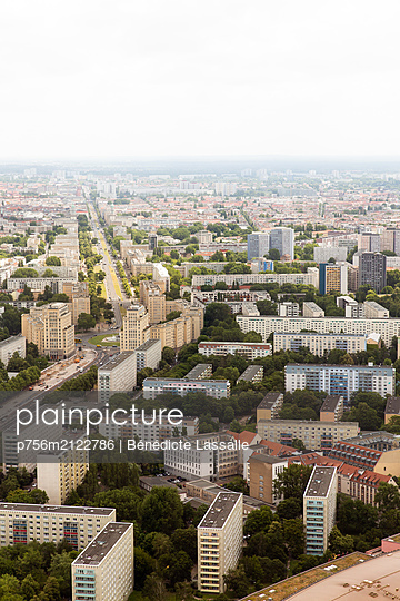 View over block of flats - p756m2122786 by Bénédicte Lassalle