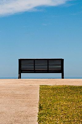 Empty bench facing blue sky - p1170m967836 by Bjanka Kadic
