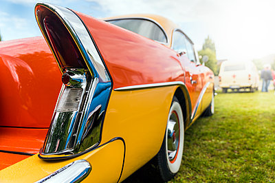Tail of a vintage car - p300m2029146 by Frank Röder