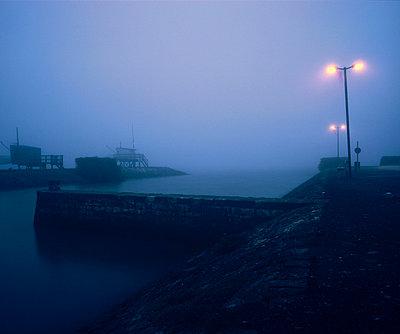 Hafen im Nebel - p9791069 von Holger Gruss