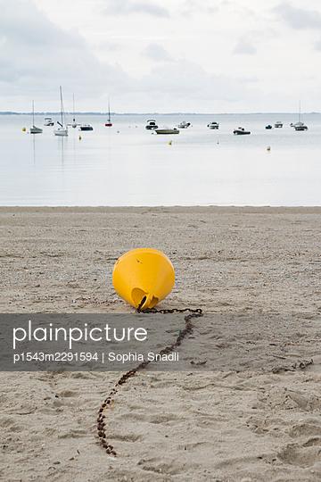 On the beach  - p1543m2291594 by Sophia Snadli