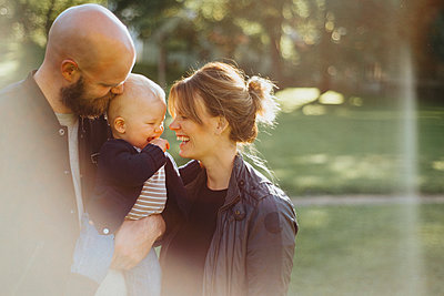 Parents with baby - p312m2121361 by Johner