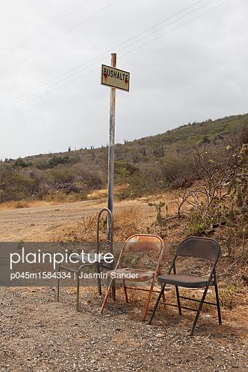 Bushaltestelle in der Karibik - p045m1584334 von Jasmin Sander