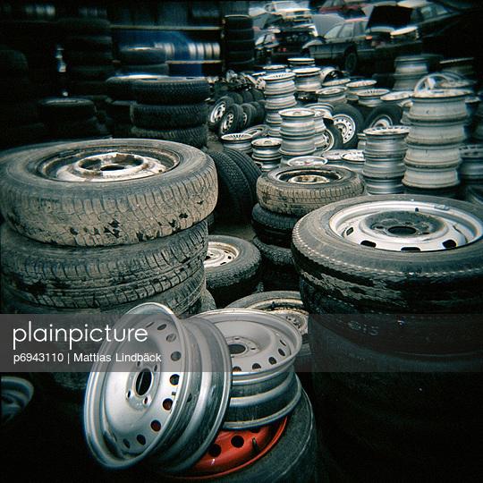 Car Tires and Rims - p6943110 by Mattias Lindbäck
