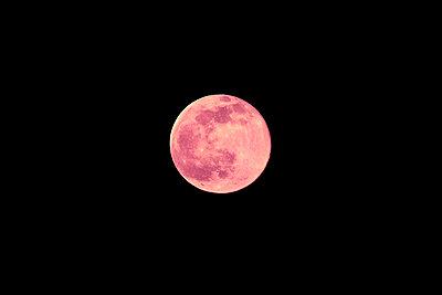 Full moon - p226m2263555 by Sven Görlich