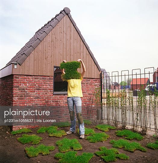Gardening is puzzling - p1231m1055637 by Iris Loonen