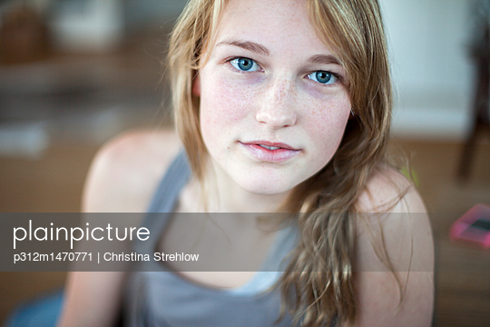 Portrait of teenage girl - p312m1470771 by Christina Strehlow
