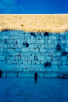 Praying people in front of the  Wailing Wall - p1418m1572372 by Jan Håkan Dahlström