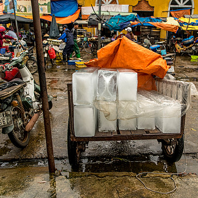 Eisblöcke auf dem Markt - p393m1452257 von Manuel Krug