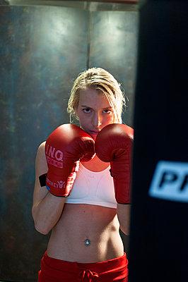 Portrait of female boxer - p427m1468131 by R. Mohr