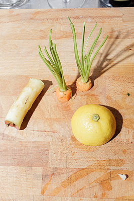 Vegetables cut in halves - p1085m1476909 by David Carreno Hansen