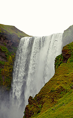 Wasserfall - p382m1068351 von Anna Matzen