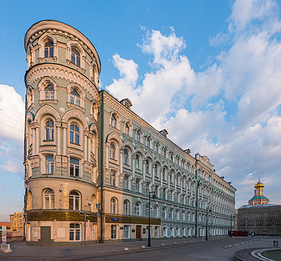 Corner house, downtown, Moscow - p390m2172915 by Frank Herfort