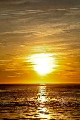 Sonnenuntergang - p916m1055281 von the Glint