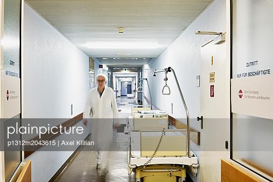Arzt in der Klinik - p1312m2043615 von Axel Killian