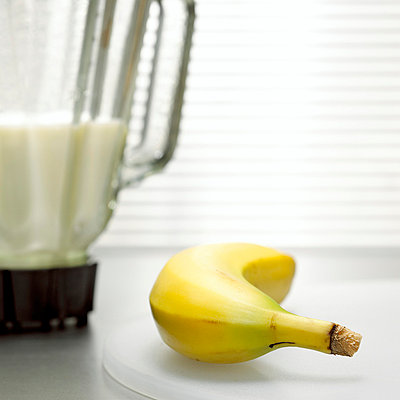 Banana Milkshake, close-up - p3005753f by Christian Kargl