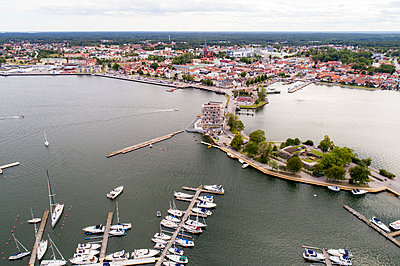 The seaside of the city Vaestervik, Sweden - p300m2132582 by A. Tamboly