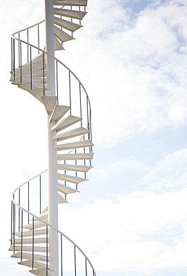 Treppe ins Nichts - p606m890825 von Iris Friedrich