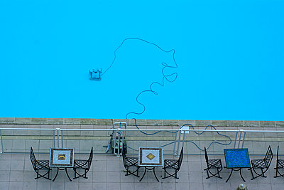 Swimming pool and tables - p813m934079 by B.Jaubert