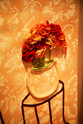 Flower vase - p375m893312 by whatapicture