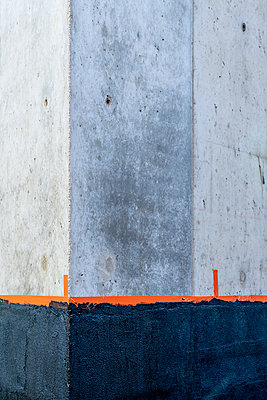 Betonwand mit Isolierung - p401m2230521 von Frank Baquet