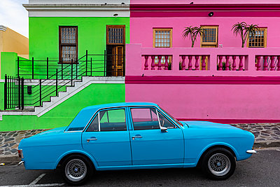 Bo-Kaap, located in between the city centre and the foot of Signal Hill, Cape Town, South Africa - p871m2101404 by James Kerwin
