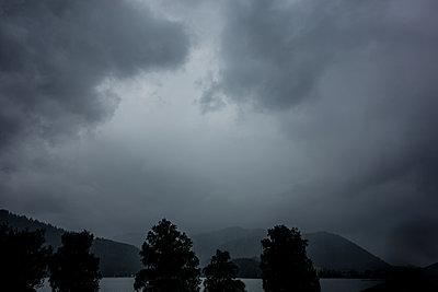 Unwetter am Schliersee - p354m1215300 von Andreas Süss